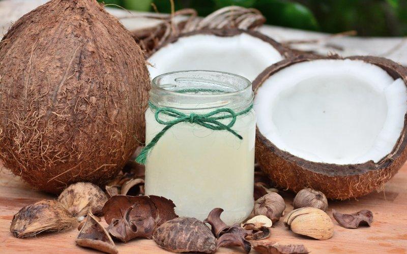 Olej kokosowy i jego właściwości kosmetyczne oraz lecznicze