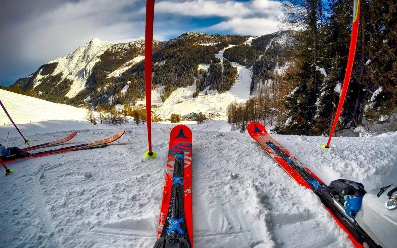 jazda na nartach w górach